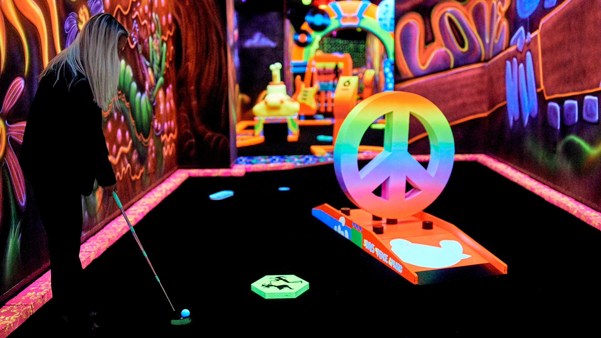 Advantages In Playing Blacklight Glow Golf